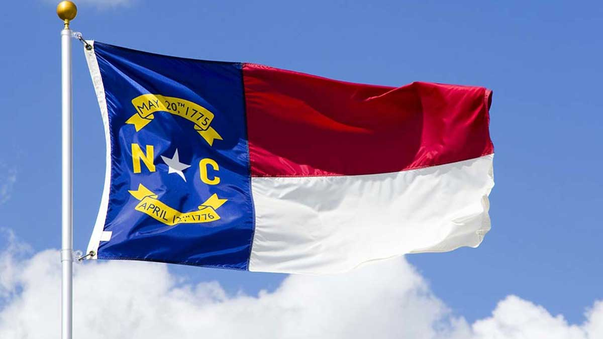 north-carolina-flag-480×377